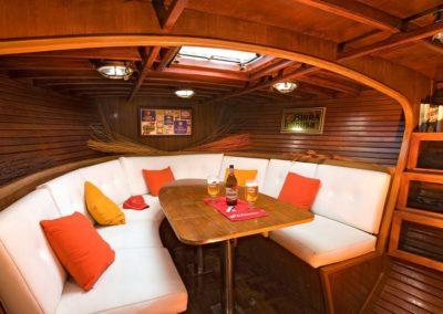 interno barca a vela - ichnusa charter